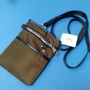 BRAND NEW URBAN OUTFITTERS CROSSBODY BAG